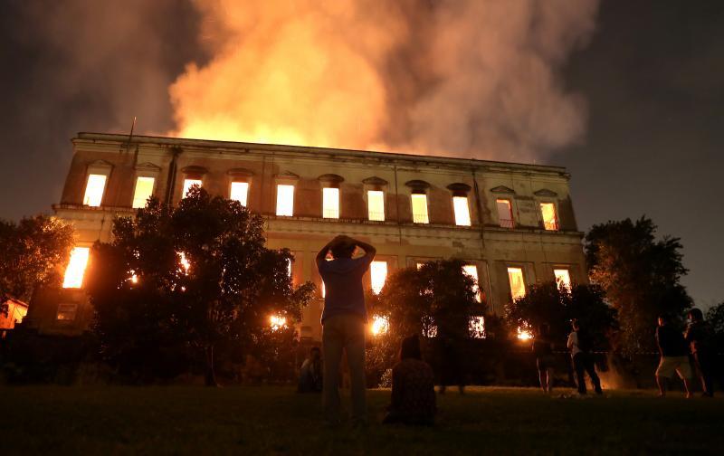 2018-09-03t155353z_2_lynxnpee820pc_rtroptp_4_incendio-brasil-museo.jpg