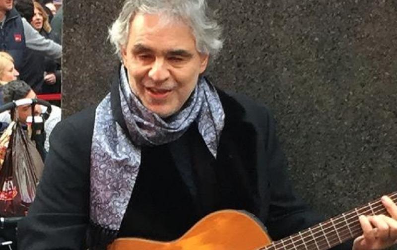 Mira C Mo Andrea Bocelli Canta En Las Calles De Nueva York Lifestyle De Am Ricaeconom A