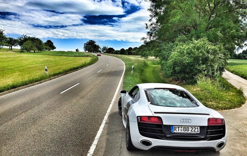audi-sports-car-r8-marlene.jpg
