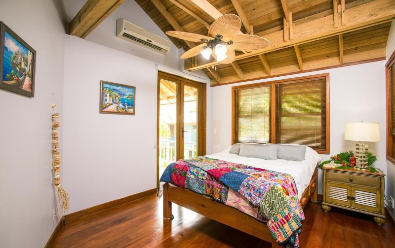 beach-house-1505461_1280.jpg