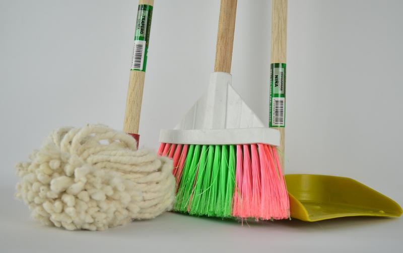 broom-1837434_1280.jpg