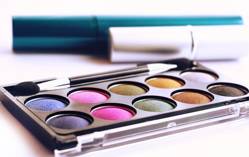 brush-close-up-color-palette-1327689.jpg