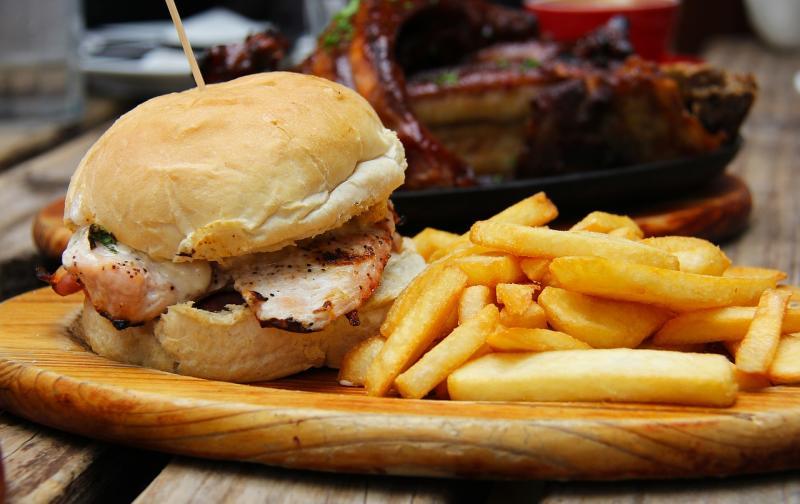 burgers-1565907_1280.jpg