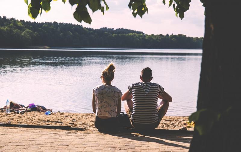 couple-1834936_1280.jpg