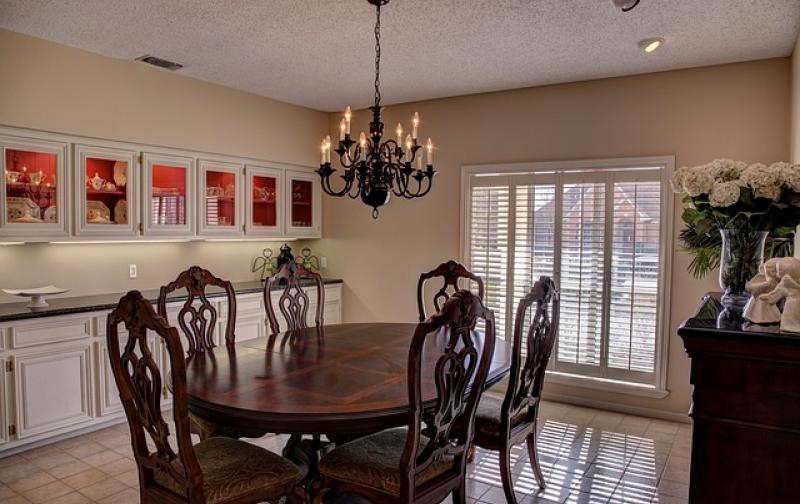 dining-room-469298_640.jpg