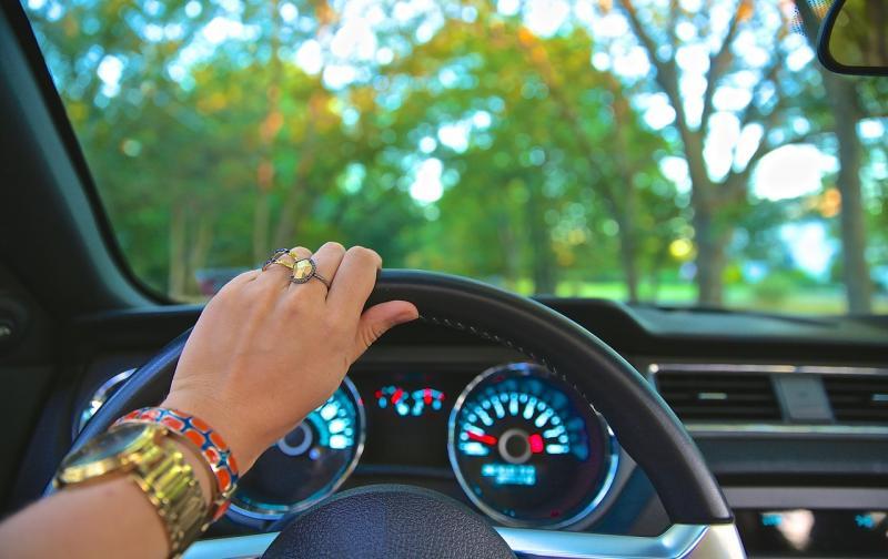 driving-918950_1280.jpg