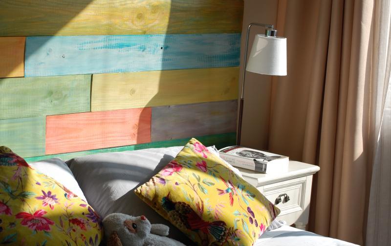Artista autodidacta fabrica innovadores respaldos para - Respaldos para camas ...