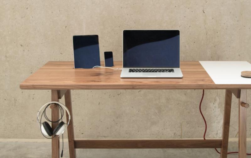 Artifox desk un escritorio amable con los gadgets y el - Escritorio mesa de trabajo ...