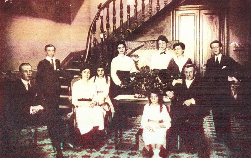 familia_antigua_peruana.png