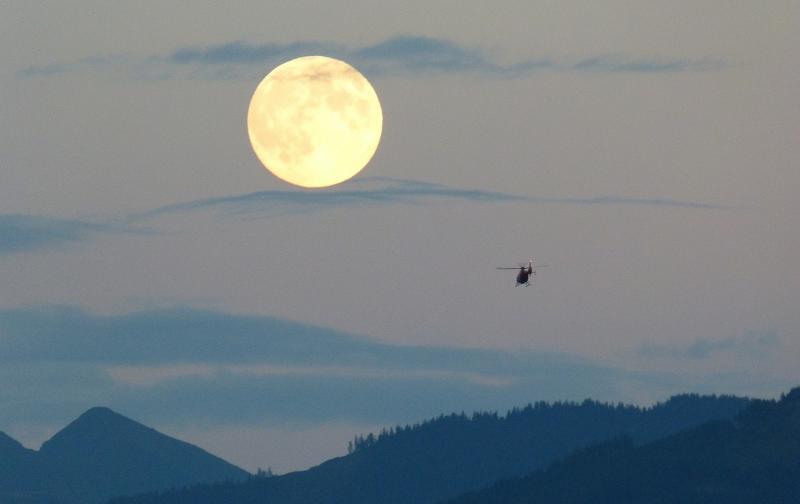 full-moon-460316_1280.jpg