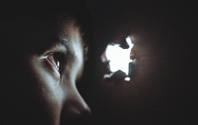 hiding-1209131_1280.jpg