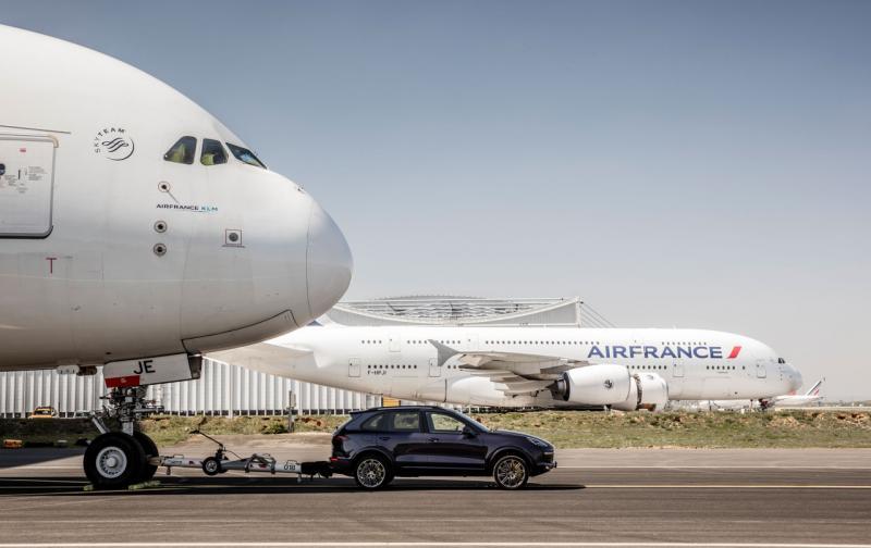 high_cayenne_s_diesel_air_france_a_380_paris_charles_de_gaulle_airport_2017_porsche_ag_2.jpg