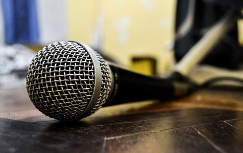hip hop microfono.jpg
