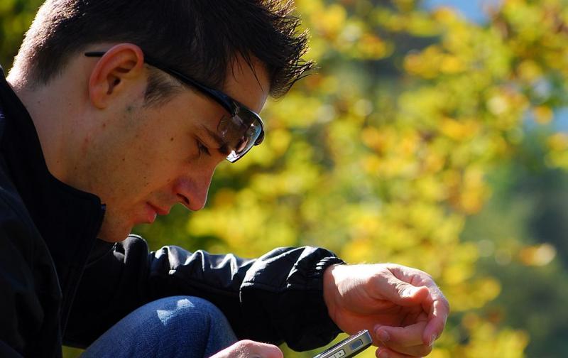 hombre_celular_iphone.jpg