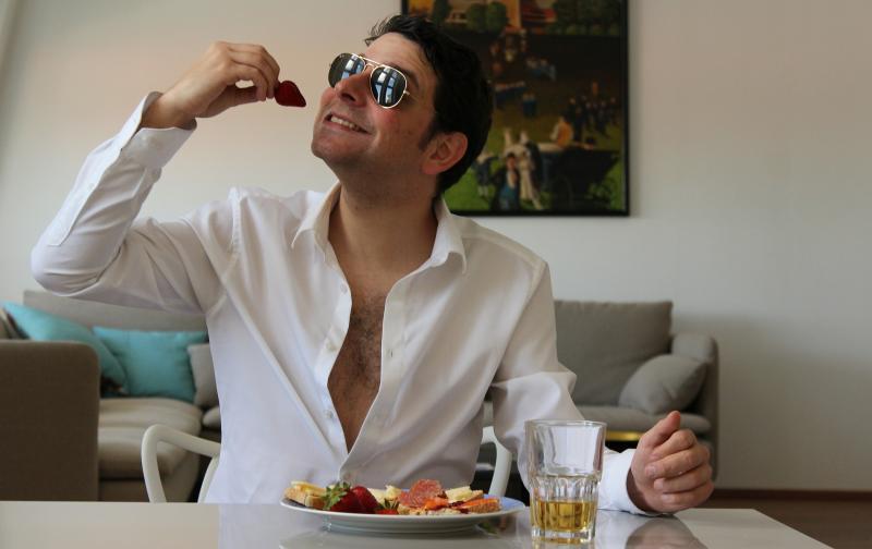 hombre_comiendo.jpg