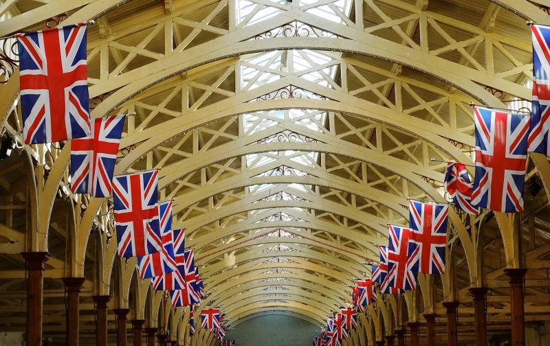 light-perspective-roof-building-celebration-arch-ceiling-hall-market-bunting-aisle-symmetry-flags-brexit-british-union-jack-britain-tourist-attraction-jubilee-devon-union-flag-barnstaple-hammer-beam-pannier-market-1389633.jpg