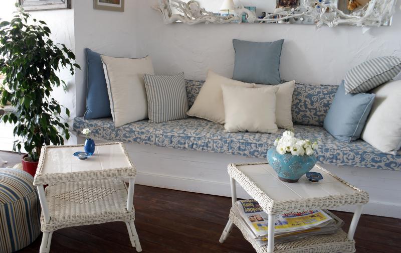 Diversos estilos y combinaciones de colores para decorar for Apartamentos pequenos bien decorados
