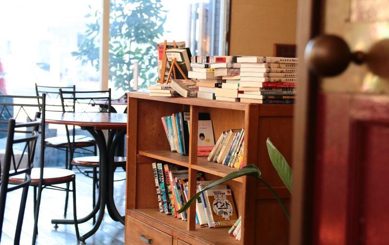 maxpixel.freegreatpicture.com-door-bookshelf-cafe-chair-book-desk-4020977.jpg