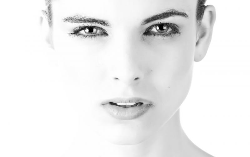 model-face-beautiful-black-and-white-407035.jpeg