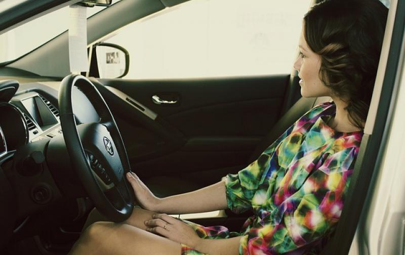 mujer_auto183.jpg