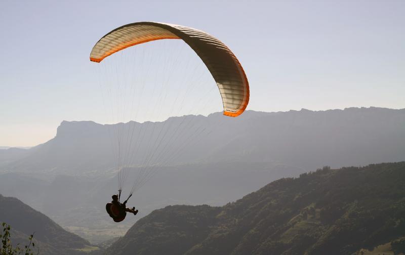paragliding-1446851_1280.jpg
