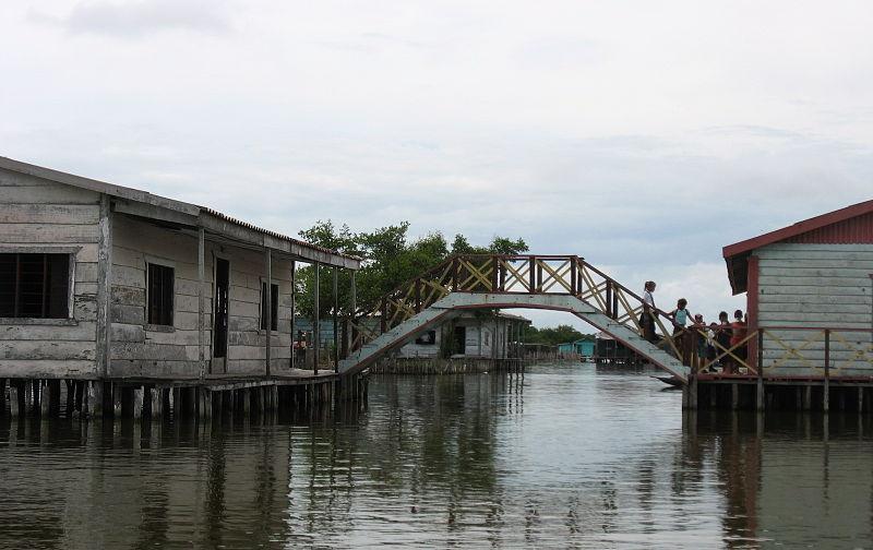 puente_en_zona_de_palafitos_en_nueva_venecia-sitionuevo-magdalena-colombia.jpg