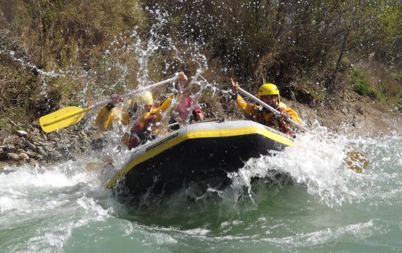 rafting-2224487_1920.jpg