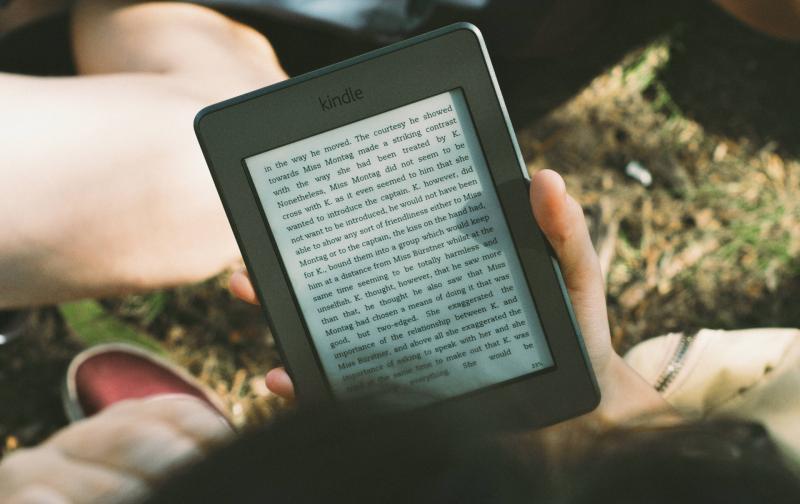reading-ebook-14941480847to.jpg