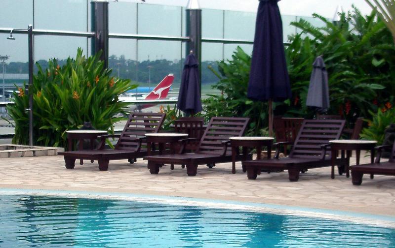 singapore_airport_pool.jpg