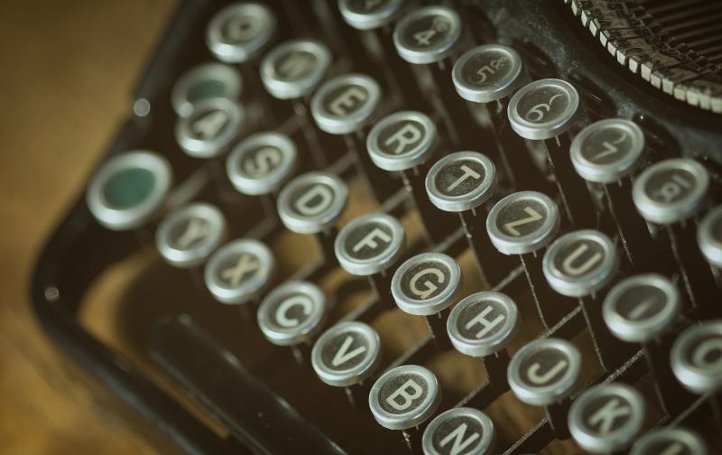 typewriter-vintage-101710.jpg