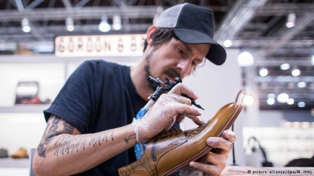 Sus Calzado Pies Las Tendencias 2017 Moda A Industria Del De La 6fwWqaSvW