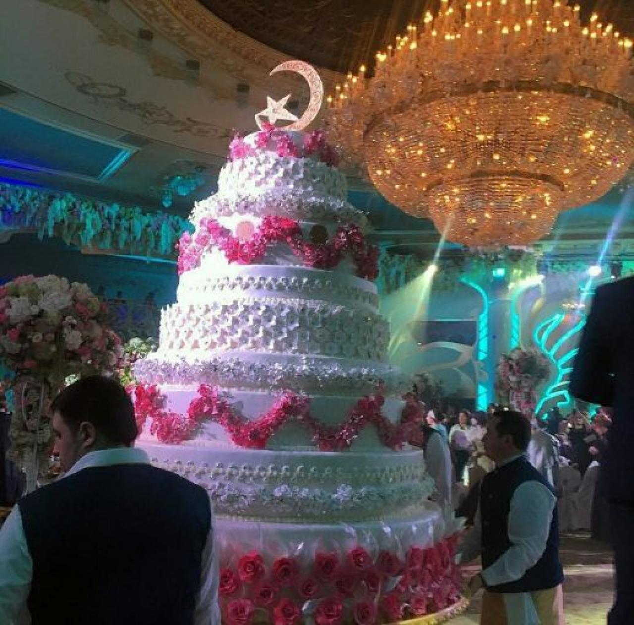 JLo y Enrique Iglesias sorprendieron al cantar en una boda