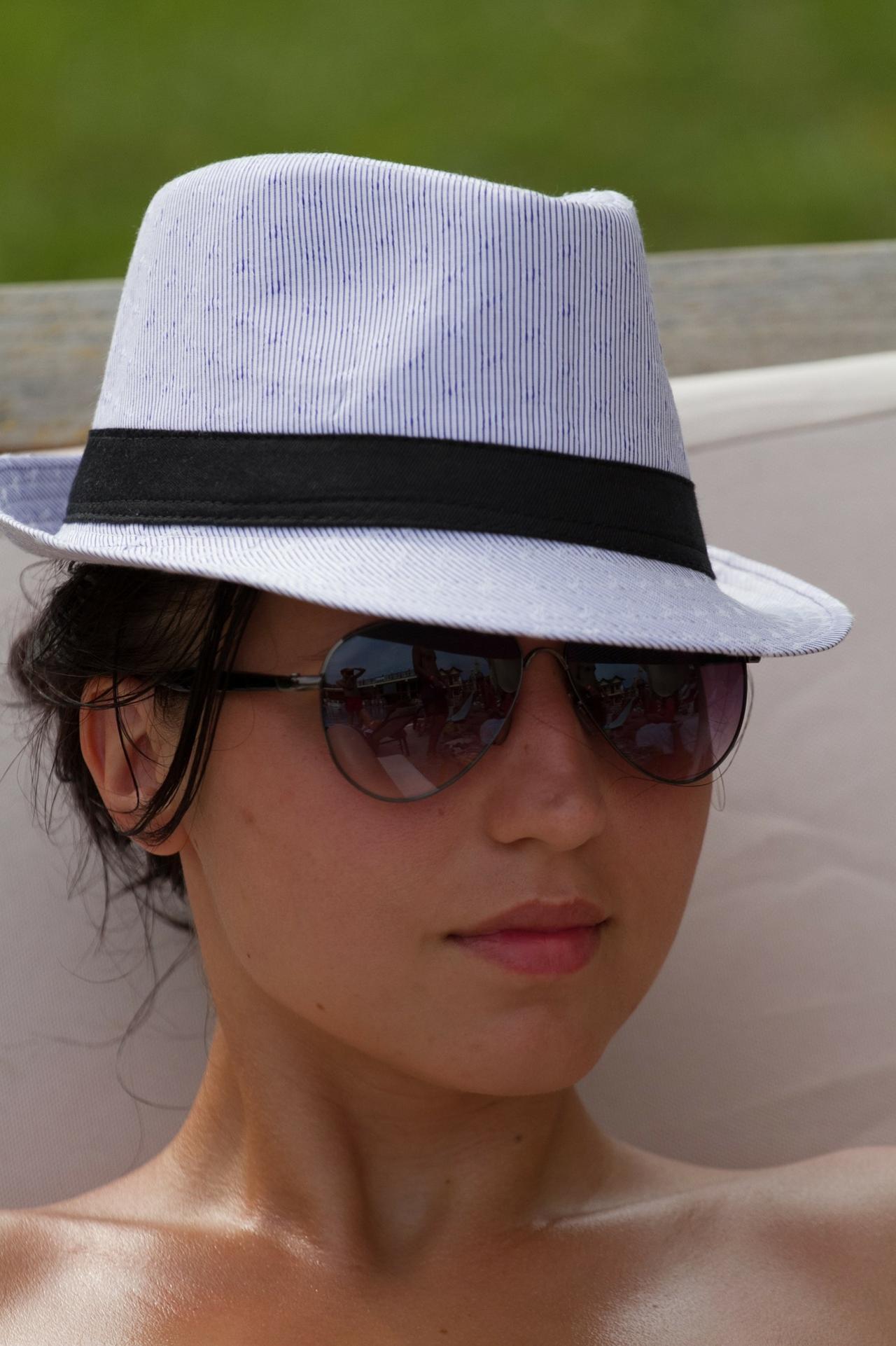 76db1af91bf06 mujer sombrero panama.jpg